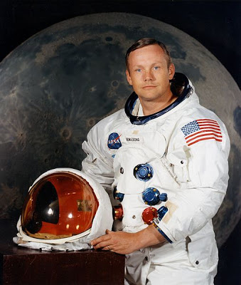 507px-Neil_Armstrong_pose
