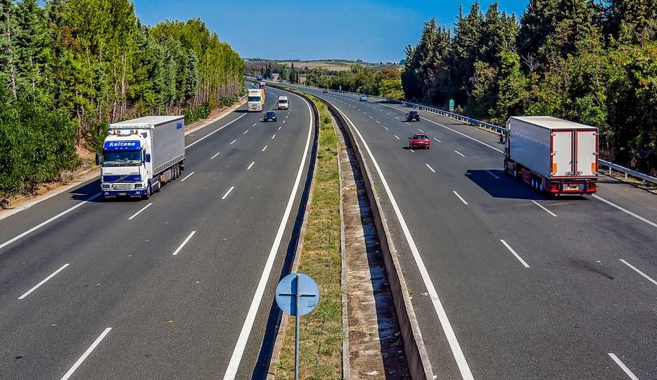 Εθνική Οδός Κατερίνης - Θεσσαλονίκης   Η εθνική οδός Θεσσαλονίκης - Κατερίνης, από αερογέφυρα στο ύψος του Κορινού Πιερίας, με κατεύθυνση προς  Θεσσαλονίκη.  ( φωτογραφία : Σπύρος Τσουκιάς )