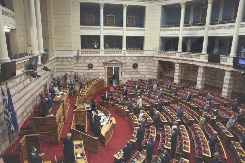 Ο Αρχιεπίσκοπος Αθηνών και πάσης Ελλάδας Ιερώνυμος τελεί τον αγιασμό πριν την έναρξη των εργασιών της Β συνόδου της Βουλής, Αθήνα Δευτέρα 5 Οκτωβρόυ 2020.
