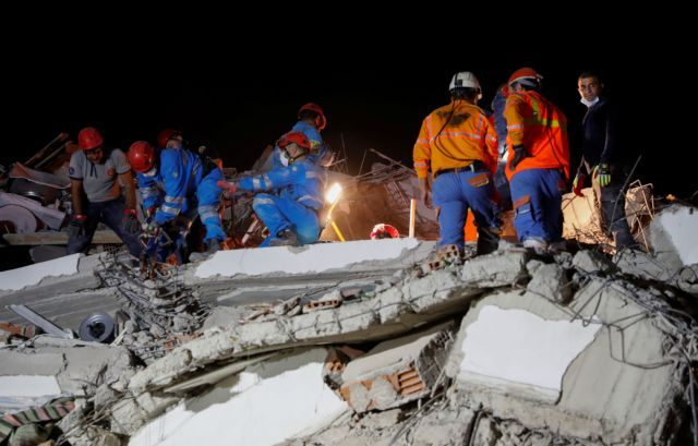 Rescue operations take place on a site after an earthquake struck the Aegean Sea, in the coastal province of Izmir, Turkey, October 30, 2020. REUTERS/Murad Sezer