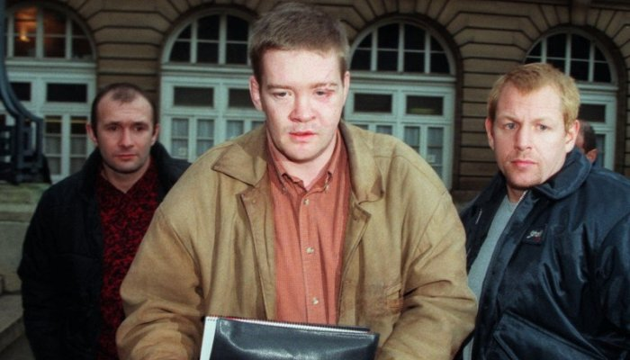 Princess Diana's bodyguard, Trevor Rees-Jones, center, arrives at the Paris Palais de Justice Friday Dec. 19, 1997 for questioning by an investigating judge.  Rees-Jones is the sole survivor of the crash that killed Princess Diana, her boyfriend Dodi Fayed and driver Henri Paul on Aug. 31, 1997.(AP PHOTO/Michel Euler)