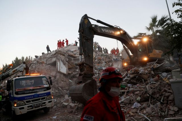 Rescue workers search for survivors at a collapsed building after an earthquake in the Aegean port city of Izmir, Turkey October 31, 2020. REUTERS/Murad Sezer