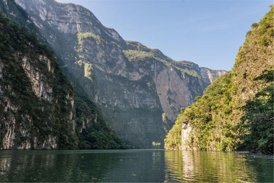 0_Bridge-at-Caon-del-Sumidero-Wild-river-at-Chiapas