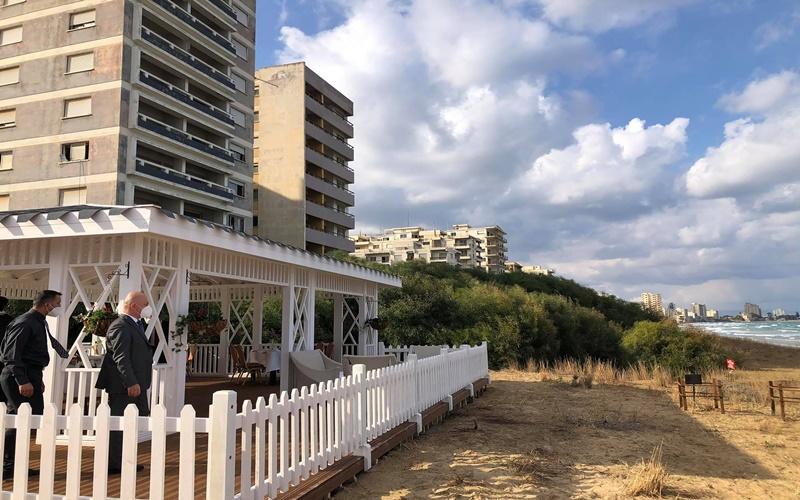 Στην παραλία δίπλα από το συγκρότημα ξενοδοχείων Σερενίσιμα, στο παραλιακό Βαρώσι, έχει κατασκευαστεί ένα άσπρο κιόσκι, όπου θα μεταβεί ο Τούρκος  Πρόεδρος με την συνοδεία του μετά το πικ νικ. Ο χώρος που έχει ετοιμασθεί για το πικ νικ είναι μεταξύ του Σερενίσιμα και του Joulia House.