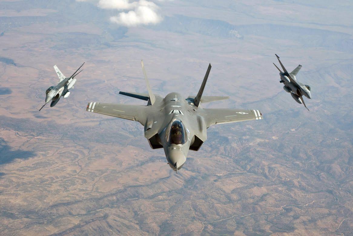 F-35_-F-16