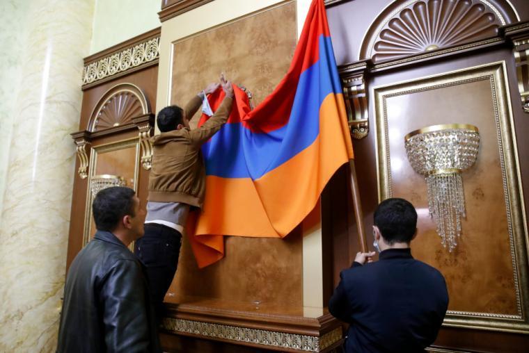 diadilotes-simaia-armenias-koinovoulio