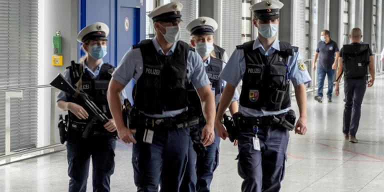 astynomia-police-aerodromio-germania-frankfurti