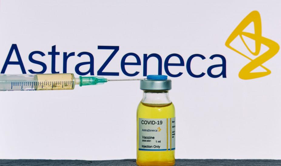 """""""Βόμβα"""" από καθηγητή παθολογίας για το εμβόλιο της AstraZeneca: Η επιστολή της εταιρείας και το περιστατικό ακρωτηριασμού"""