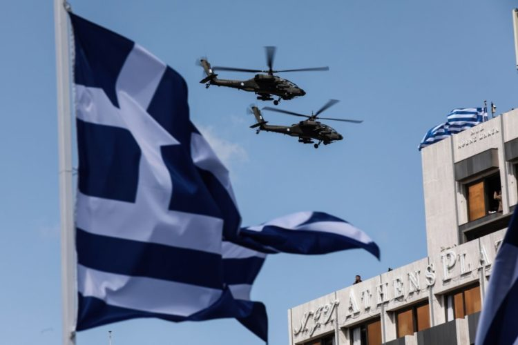 (Ξένη Δημοσίευση) Πολεμικά αεροσκάφη πετάνε κατά την διάρκεια της στρατιωτικής παρέλασης στην  Αθήνα για τα  200 χρόνια από την Επανάσταση του 1821, Πέμπτη 25 Μαρτίου 2021. Με κάθε επισημότητα, τηρώντας παράλληλα όλα τα προβλεπόμενα μέτρα για την πανδημία του κορονοϊού, πραγματοποιούνται οι επετειακές εκδηλώσεις για τα  200 χρόνια από την Επανάσταση του 1821. Μεταξύ των υψηλών προσκεκλημένων που θα παραστούν στις εκδηλώσεις της χώρας μας είναι ο Ρώσος πρωθυπουργός, Mikhail Mishustin, ο πρίγκιπας της Ουαλίας, Κάρολος, μαζί με την Δούκισσα της Κορνουάλης Καμίλα,  η υπουργός Άμυνας της Γαλλικής Δημοκρατίας, Florence Parly καθώς και ο Πρόεδρος της Κύπρου, Νίκος Αναστασιάδης, μαζί με τη σύζυγό του, Άντρη. ΑΠΕ-ΜΠΕ/ΠΡΟΕΔΡΙΑ ΤΗΣ ΔΗΜΟΚΡΑΤΙΑΣ/ΘΟΔΩΡΗΣ ΜΑΝΩΛΟΠΟΥΛΟΣ