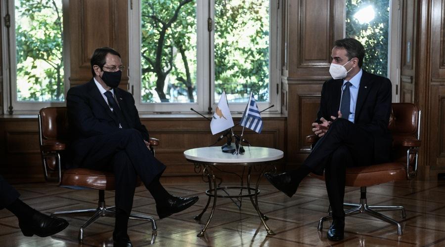 Συνάντηση του Πρωθυπουργού Κυριάκου Μητσοτάκη με τον Πρόεδρο της Κυπριακής Δημοκρατίας Νίκο Αναστασιάδη, την Τετάρτη 21 Απριλίου 2021. (EUROKINISSI/ΤΑΤΙΑΝΑ ΜΠΟΛΑΡΗ)