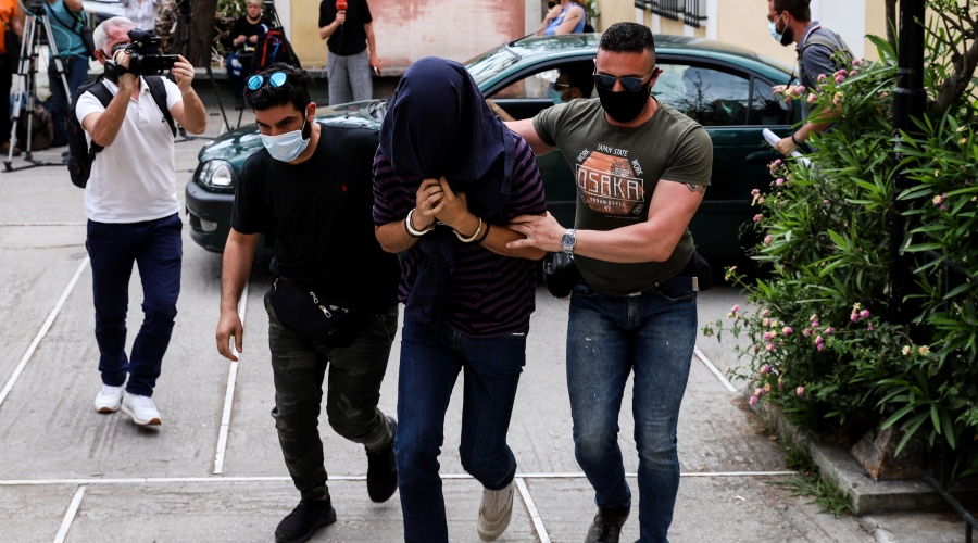 Στον Εισαγγελέα ο 22χρονος που κατηγορείται για σεξουαλικές επιθέσεις εναντίον γυναικών στην Νέα Σμύρνη. Παρασκευή 7 Μαίου 2021 (EUROKINISSI/ΒΑΣΙΛΗΣ ΡΕΜΠΑΠΗΣ)