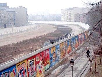 350px-Berlinermauer