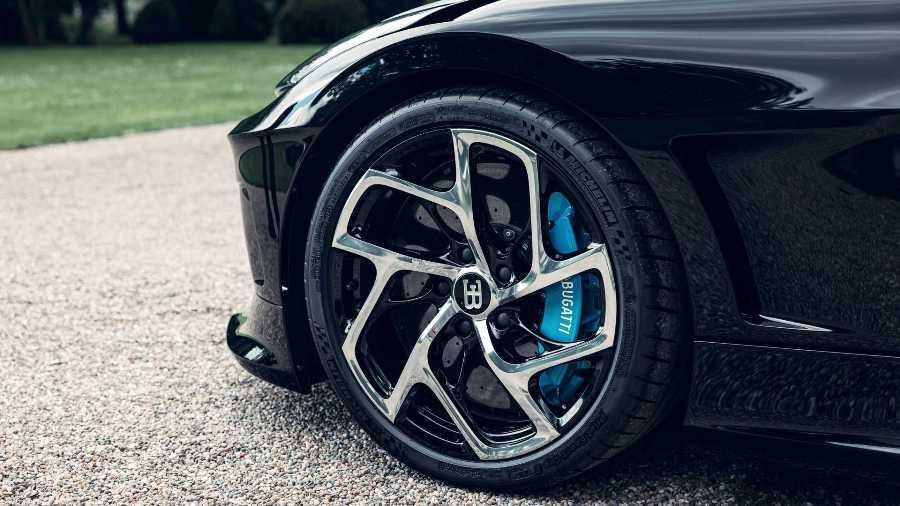 bugatti_la_voiture_noire_12