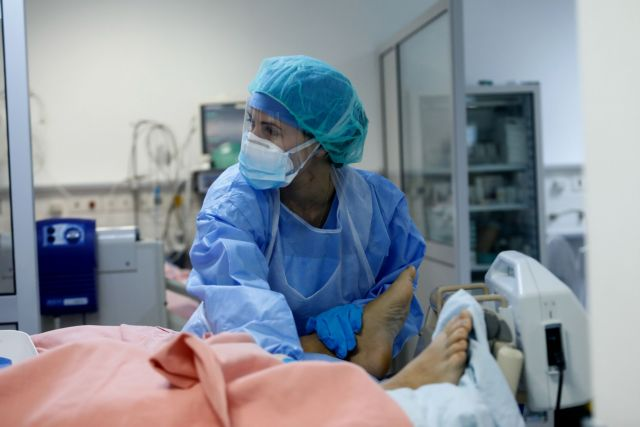 A medical worker wearing personal protective equipment (PPE) takes care of a patient at the intensive care unit (ICU) of the Sotiria hospital, following the coronavirus disease (COVID-19) outbreak, in Athens, Greece, April 25, 2020. Picture taken April 25, 2020. REUTERS/Giorgos Moutafis