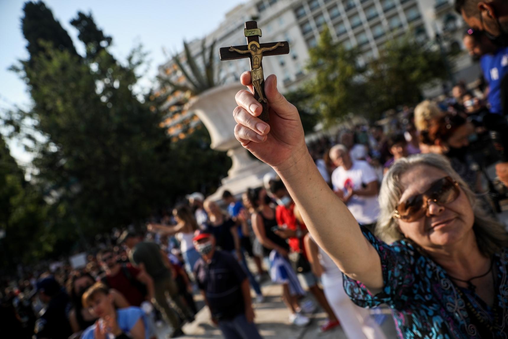 Συγκέντρωση διαμαρτυρίας στην πλατεία Συντάγματος ενάντια στην υποχρεωτικότητα του εμβολιασμού, Τετάρτη 21 Ιουλίου 2021. (EUROKINISSI/ΣΩΤΗΡΗΣ ΔΗΜΗΤΡΟΠΟΥΛΟΣ)