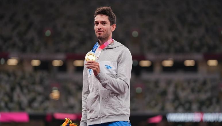 Μίλτος Τεντόγλου: Ο αντιστάρ χρυσός ολυμπιονίκης που κάνει πλάκα στους  χρυσοπληρωμένους κηφήνες(ΦΩΤΟ) – Makeleio.gr