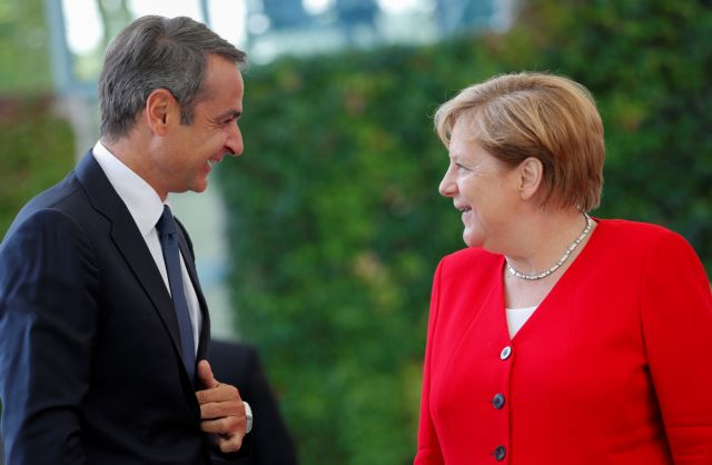 German Chancellor Angela Merkel welcomes Greece's Prime Minister Kyriakos Mitsotakis at the Chancellery in Berlin, Germany, August 29, 2019.   REUTERS/Axel Schmidt