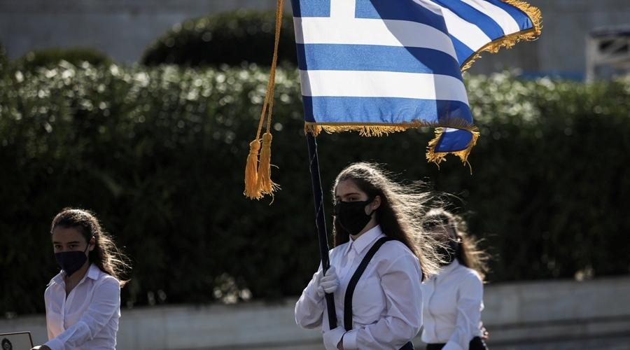 Παρέλαση μαθητών, σπουδαστών, προσκόπων και οδηγών μπροστά από το Μνημείο του Άγνωστου Στρατιώτη στην Αθήνα για την εθνική επέτειο της 28ης Οκτωβρίου, Πέμπτη 28 Οκτωβρίου 2021. (ΣΩΤΗΡΗΣ ΔΗΜΗΤΡΟΠΟΥΛΟΣ/EUROKINISSI)